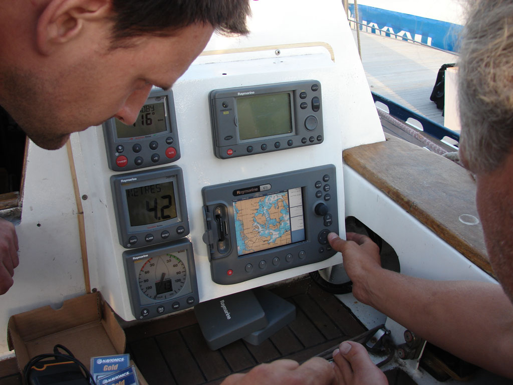 Setting up Raymarine electronics to operate with GLONASS