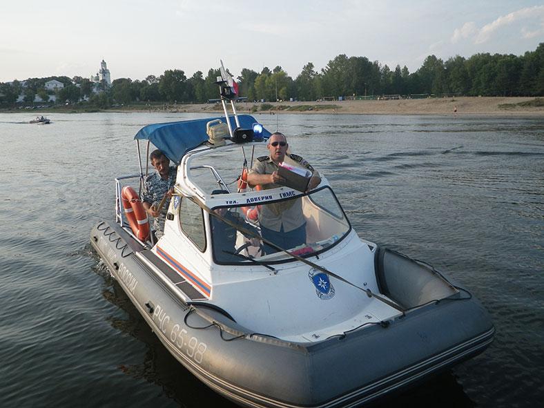 Яхта DELTA не может продолжать плавание?