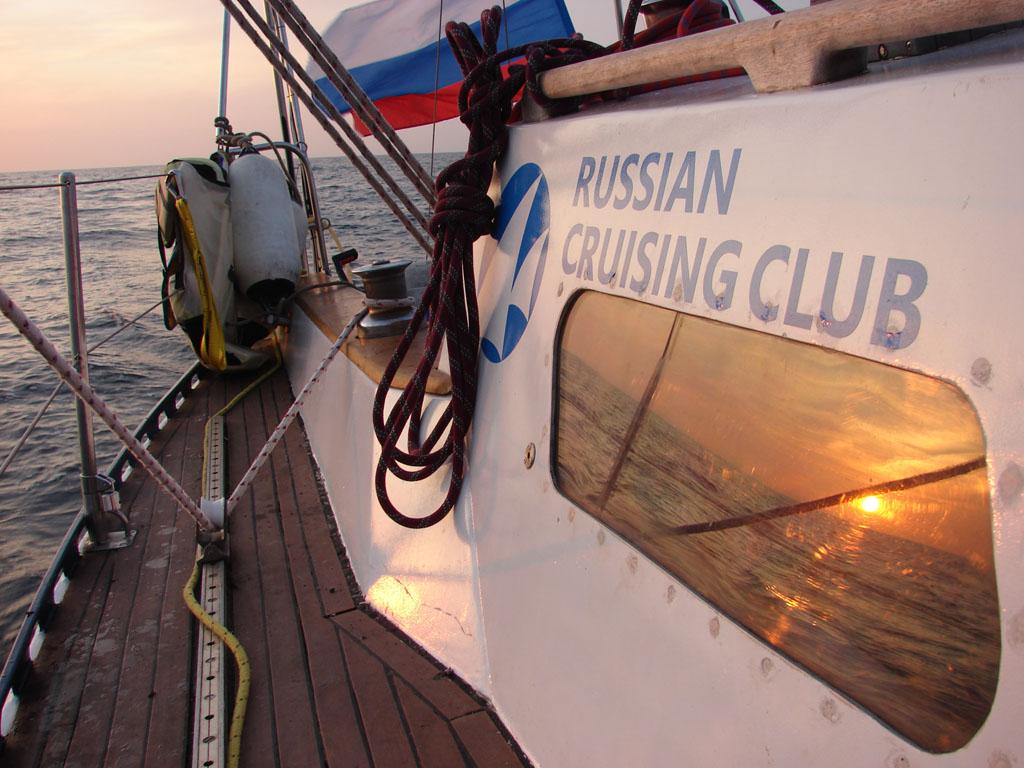 Яхта Дельта по пути в Свенаке